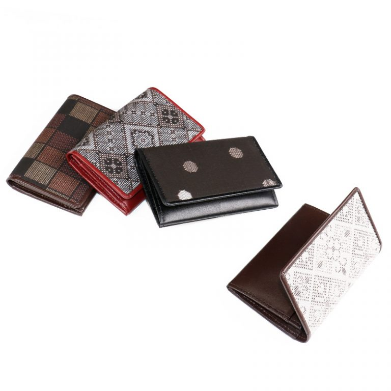 cardholder-outside